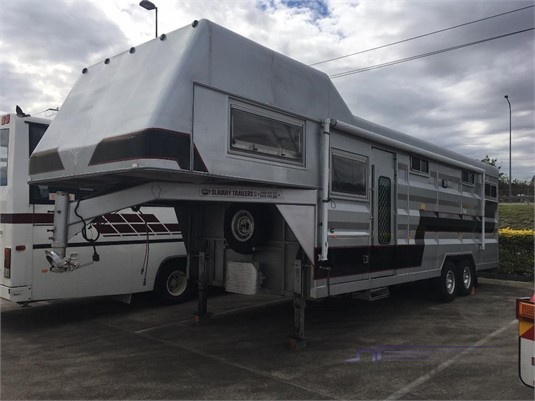 2005 Slavery Trailers 33ft Gooseneck Motorhome - Trailers for Sale