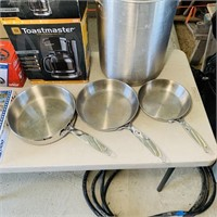 Misc Lot, Big Pot, 3 Frying pans