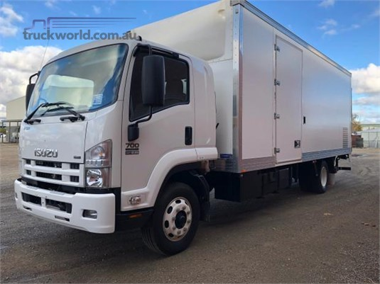 2009 Isuzu FSR - Trucks for Sale