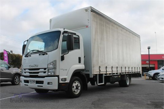 2017 Isuzu FRR 110 240 - Trucks for Sale