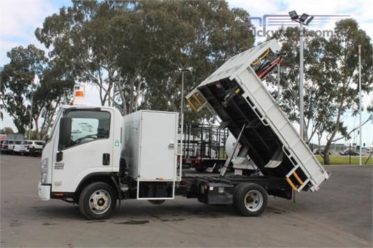 2010 Isuzu NPR 400 - Trucks for Sale