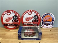 Detroit Red Wings Bank and Pennants
