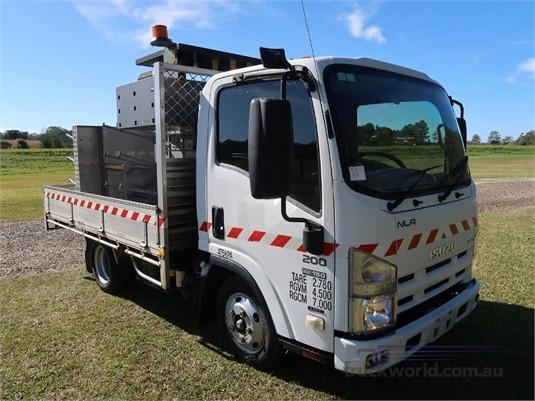 2012 Isuzu NLR 200 AMT - Trucks for Sale