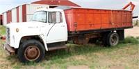 1977 INTL Loadstar 1600, V8 gas eng, 5-spd/2-spd trans, 16' grain bed w/rear hoist, roll over tarp