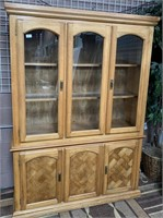 20 - BEAUTIFUL OAK CHINA CABINET