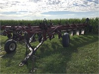 IH 700 8F On Land Plow