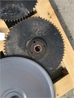 Group of 4 Sprockets and 19in Pulley