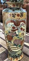 STUNNING ASIAN VASE W/ BEAUTIFUL NEVERDIE FLOWERS