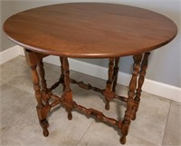 31 - BEAUTIFUL ROUND TABLE W/FOLD DOWN SIDES