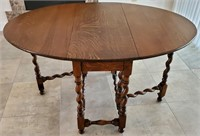 31 - ANTIQUE ROUND TABLE W/ FOLD DOWN SIDES