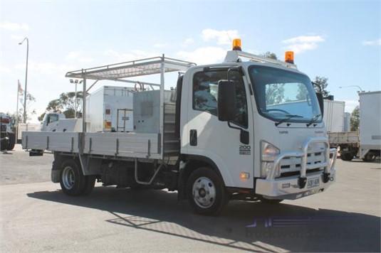 2009 Isuzu other - Trucks for Sale
