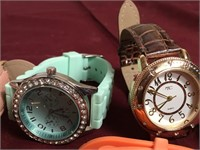 11 - LOT OF 6 WATCHES - SEE PICS