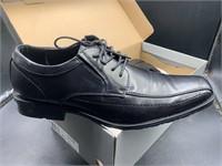 New Men's 10.5 black dress shoes