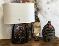 43 - NEW WMC TABLE LAMP; MIRROR & VASE