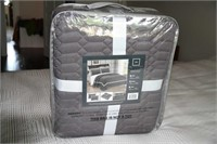 BRAND NEW  - QUILTED COVER W/ 2 SHAMS