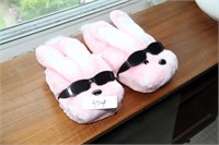 COLLECTORS NEW ENERGIZER BUNNY SLIPPERS!!!