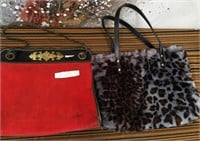 714 - LOT OF 2 PURSES