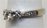 14KT WHITE GOLD DIAMOND RING WITH CENTER DIAMOND