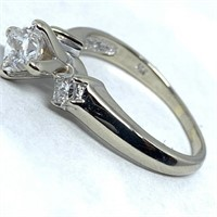 14KT WHITE GOLD .85CTS DIAMOND RING FEATURES