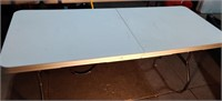 6' Modern Plastic Folding Table. Good Condition
