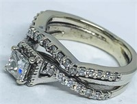 10KT WHITE GOLD .85CTS DIAMOND RING FEATURES