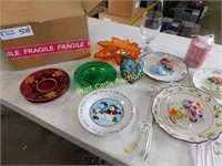 Holiday dishes and wall décor lot
