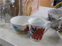Vases, bowls, cups etc. Coffee pot and extra