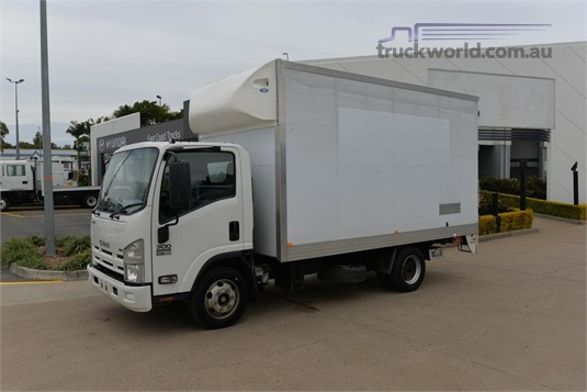 2013 Isuzu NPR 300 - Trucks for Sale