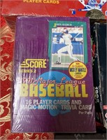 N -LOT OF 4 BOXES OF BASEBALL & FOOTBALL CARDS (V)