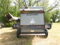 Allis Chalmers Gleaner L2 combine