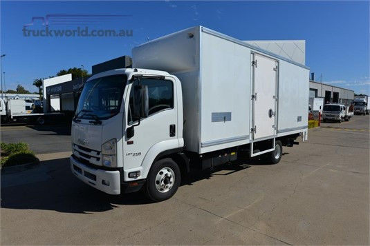 2016 Isuzu FRR 500 - Trucks for Sale