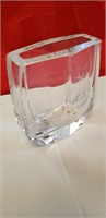 BEAUTIFUL GLASS ITEMS -  5 GLASS VASES & CAKE TRAY