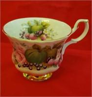 COLLECTIBLE ROYAL ALBERT CUP & SAUCER - SEE PICS!!
