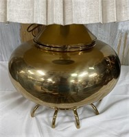 714 - BEAUTIFUL ANTIQUE BRASS FOOTED TABLE LAMP