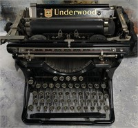 34 - VINTAGE UNDERWOOD TYPEWRITER