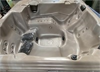 STRONG SPAS JACUZZI W/COVER - LIKE NEW CONDITION
