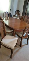 Queen Anne style table and chairs also has 3