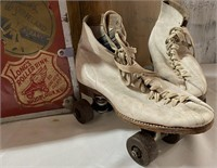 N - PAIR OF VINTAGE ROLLER SKATES W/CARRING CASE