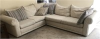36 - BEAUTIFUL SECTIONAL COUCH W/THROW PILLOWS