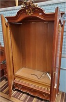 792 - BEAUTIFUL ARMOIRE/ENTERTAINMENT CENTER
