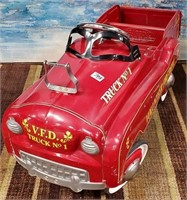 793 - VINTAGE KIDS PEDAL CAR (VOLUNTEER FIRE DEPT)
