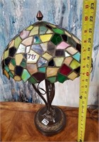 793 - BEAUTIFUL TIFFANY STYLE TABLE LAMP - SEE PIC