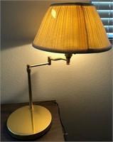 795 - BEAUTIFUL WOOD DESK & CHAIR W/DESK LAMP