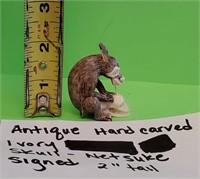 D - ANTIQUE HAND CARVED IVORY SKULL NETSUKE SIGNED
