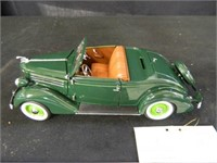 1936 Ford Deluxe Cabriolet; 1:24