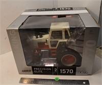 ERTL Precision Elite Series 1/16 Scale Case 1570