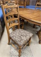 45 - NICE DININGROOM TABLE & PADDED CHAIRS