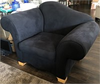 56 - NEAT BLACK LOUNGE CHAIR