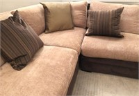 56 - BEAUTIFUL SECTIONAL COUCH