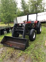 Universal 453 4WD tractor